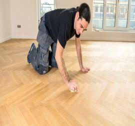 Installatie PVC visgraat vloer